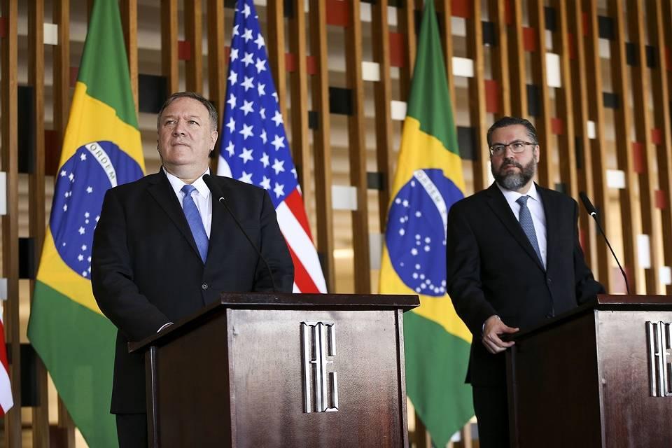 brasil-ernesto-araujo-mike-pompeo-20190102-001