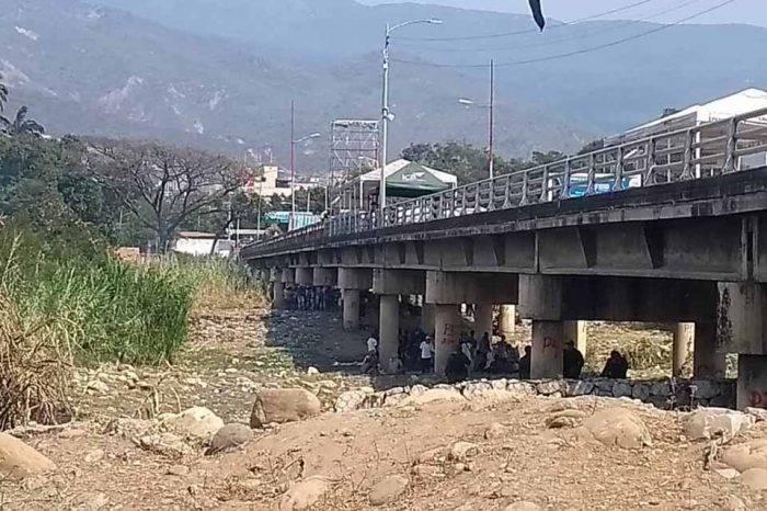 Autoridades de Colombia se preocupan por la estructura de los puentes fronterizos