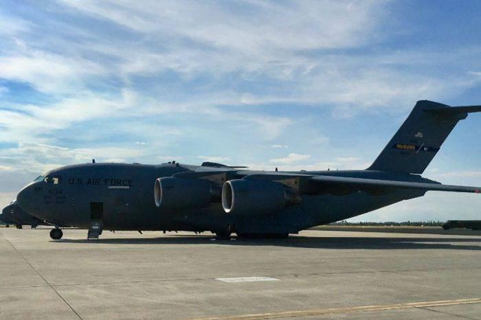 Parte avión de la Fuerza Aérea de EEUU con ayuda humanitaria para Venezuela