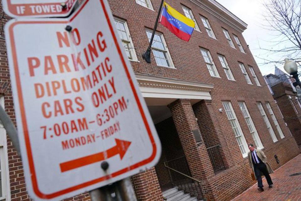 Diplomáticos del régimen dejaron ocupantes en la embajada de Washington, EEUU