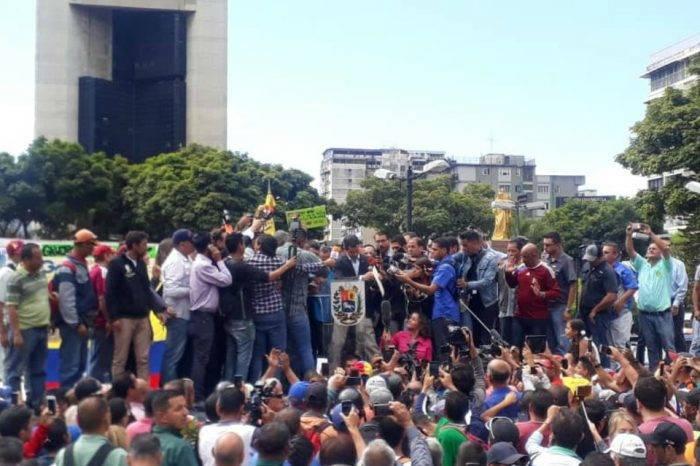 Ni el saboteo del Gobierno impidió a Juan Guaidó reunirse con los transportistas