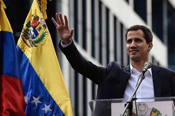Guaidó ostenta perfil candidatural, pero por ahora solo hace campaña para la transición
