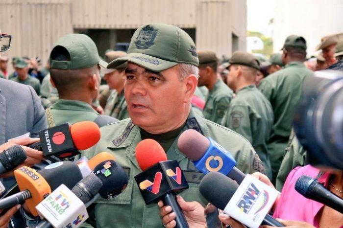 """Padrino López califica de """"show político"""" la ayuda humanitaria porque es """"politizada"""""""
