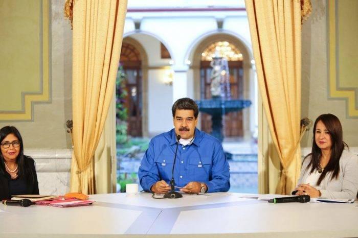 """Se decreta la extensión de carnavales con un burlón """"vamos bien"""" de Maduro"""
