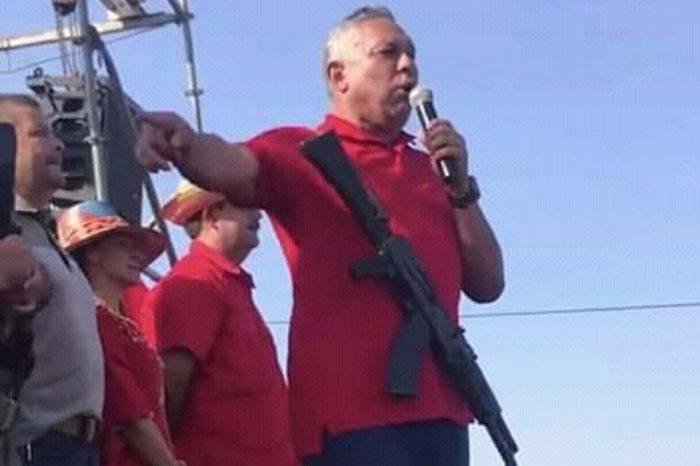 El chavismo habla de paz con fusil en pecho y rodilla en tierra