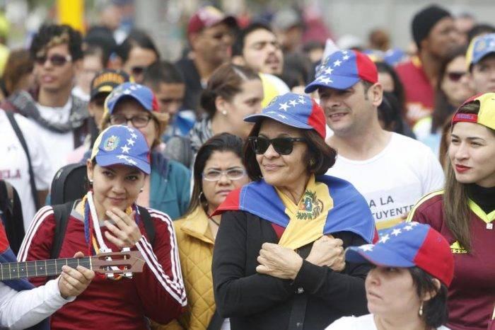 Mujeres, jóvenes y con estudios forman gran parte de migración venezolana en Dominicana