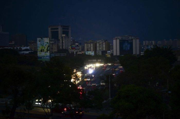 Servicio eléctrico se recupera con lentitud y el temor de un nuevo apagón general