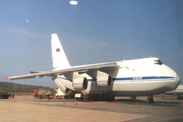 Ministro de Defensa ruso arriba al país con un pequeño contingente militar
