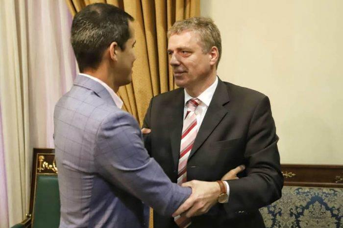Unión Europea mantiene su desafío diplomático a Maduro