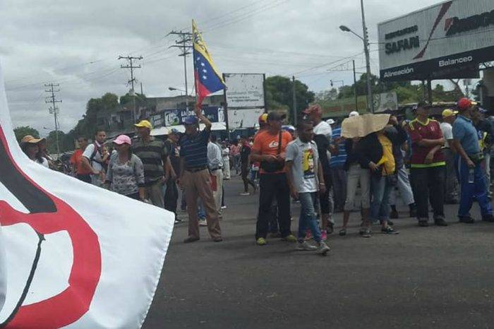 Trabajadores industria de aluminio marchan en Bolívar tras colapso por apagón