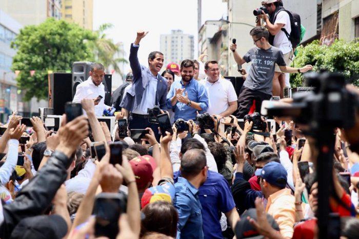 Guaidó: Tenemos que salir a las calles cada vez que falle algún servicio público