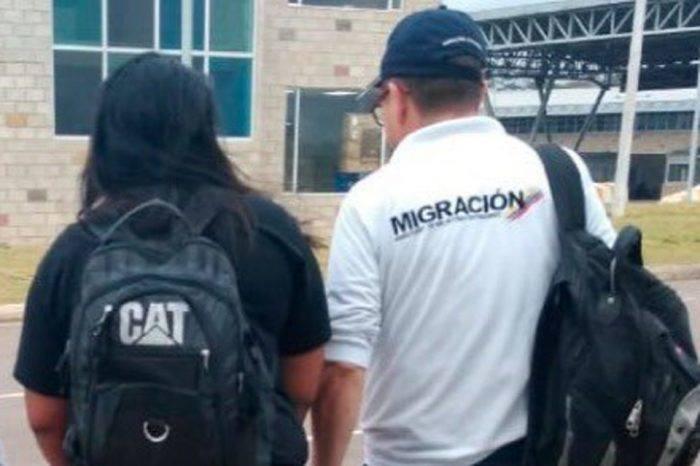 Desertora que sería deportada por sospecha de espionaje permanecerá en Colombia