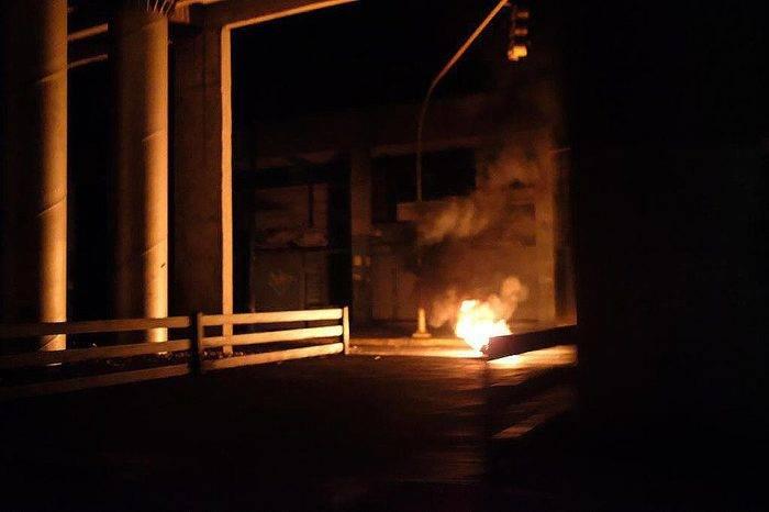 Vecinos de San Martín en Caracas intentaron espantar a saqueadores en medio del apagón