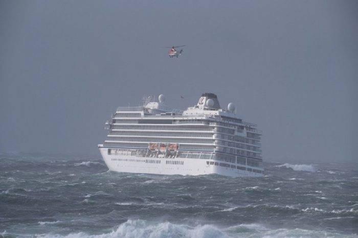 Crucero sobrecargado quedó a la deriva en medio de una tormenta en costa noruega