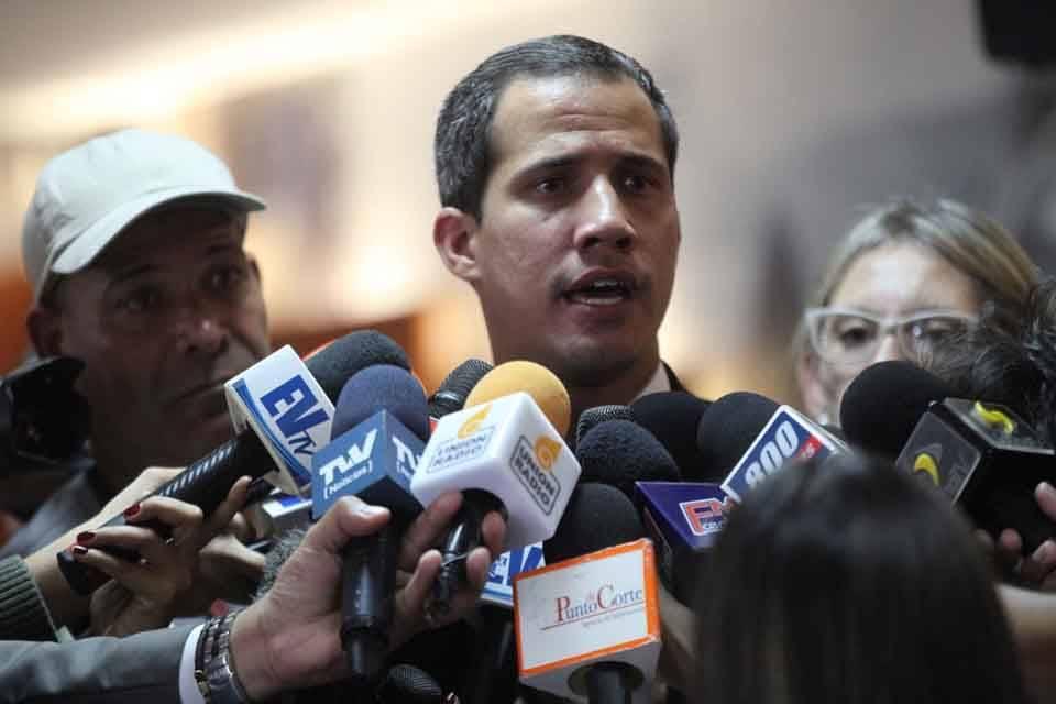 Juan Guaidó convocó a un gran cabildo abierto el 19 de abril