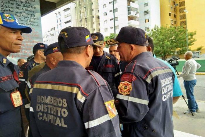 """Jubilan a 54 bomberos del Distrito Capital y les pagan una liquidación """"miserable"""""""