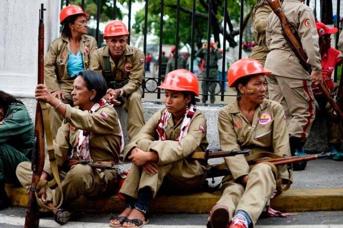 Maduro retoma fracasada propuesta constitucional de 2007 para blindarse con la milicia