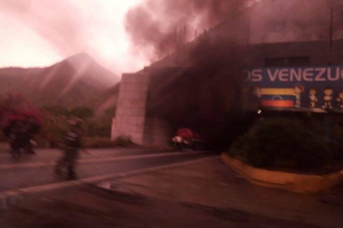 Incendio de autobús en el Boquerón 1 colapsa tránsito en la autopista Caracas-La Guaira