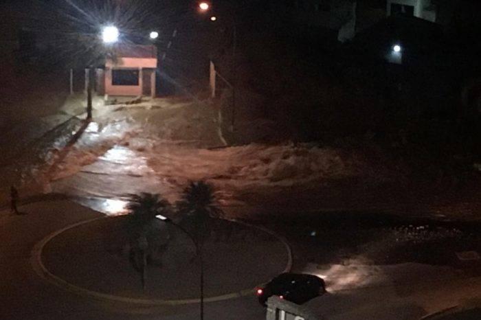 Rotura de tubería matriz en urbanización Lomas del Sol dejó sin agua a El Hatillo