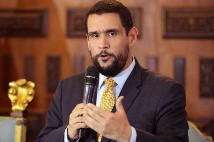 Diputado considera inconstitucional adelanto de elecciones parlamentarias