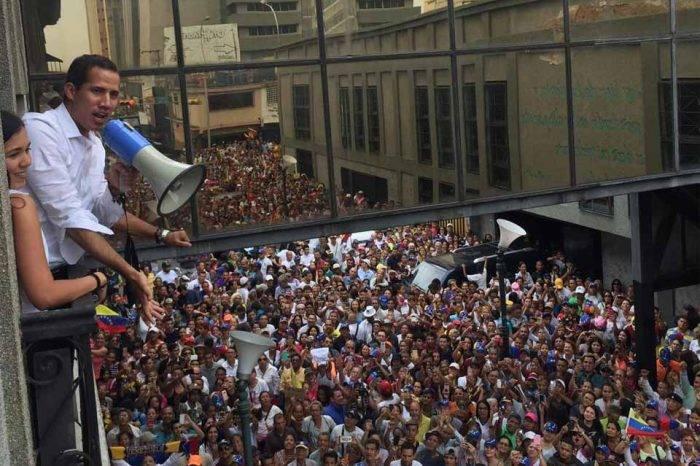 Guaidó dice que necesita más soldados que respalden la Constitución