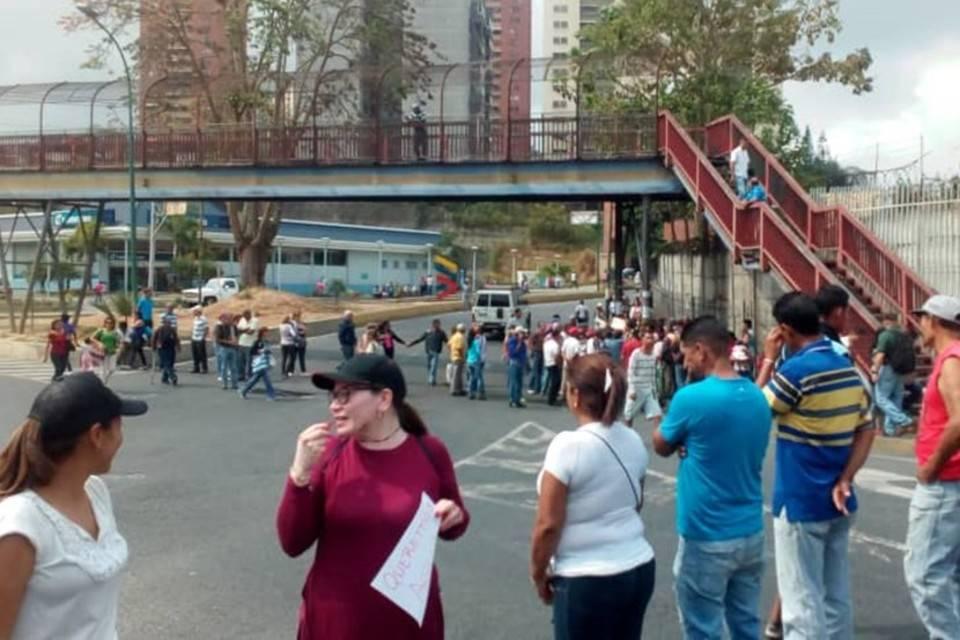 La Matica se une a La Rosaleda en Los Teques para protestar por agua el #15Abr