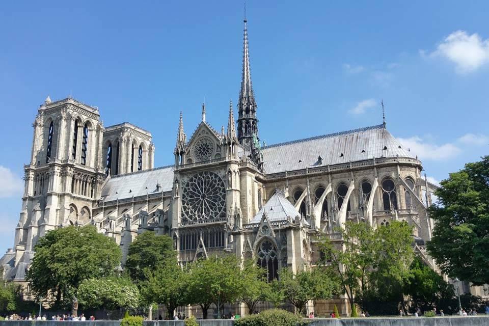 ¿Qué se destruyó con el incendio de la catedral de Notre Dame de París?