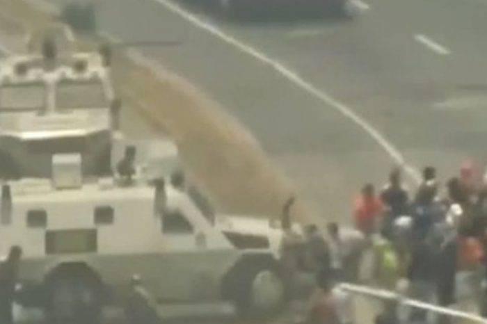 Tanqueta arrolla a manifestantes