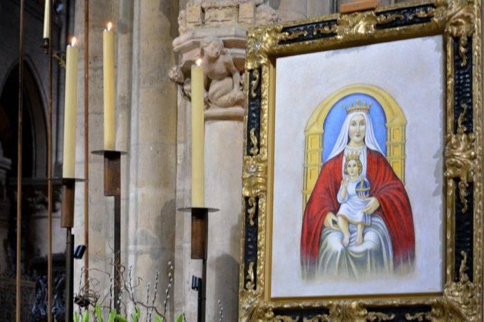 Pintura de la Virgen de Coromoto se salva del fuego en la catedral de Notre Dame