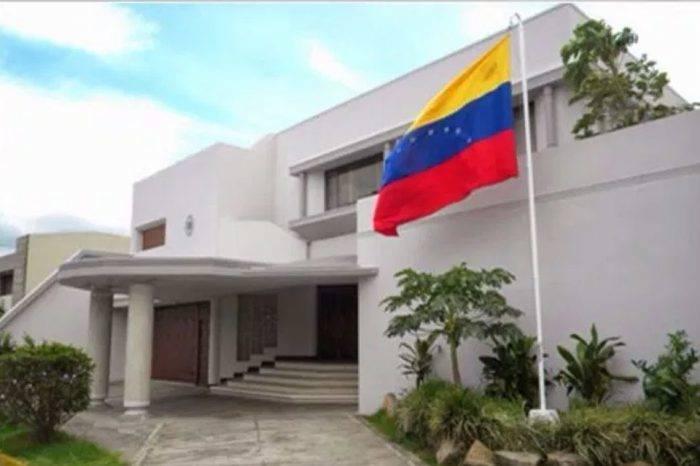 Diplomáticas de Maduro en Costa Rica abandonan el país y reingresan como turistas