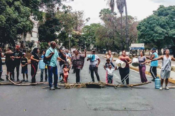 Vecinos de la UD2 de Caricuao protestaron tras más de 10 días sin agua potable