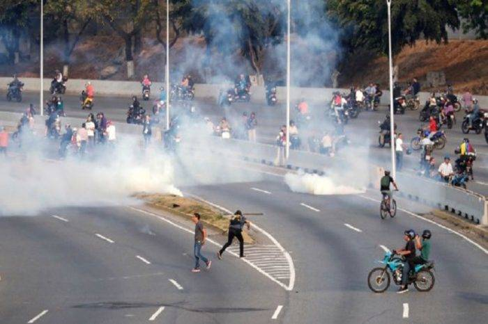 Cuerpos de seguridad reprimen protestas en todo el país tras llamado de Guaidó el #30Abr