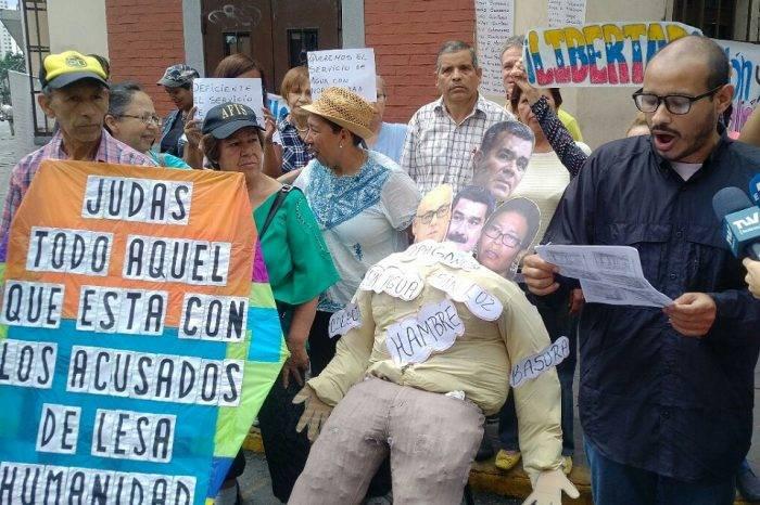 """Nicolás Maduro y sus ministros protagonizaron """"quema de judas"""" en Caracas y el interior"""
