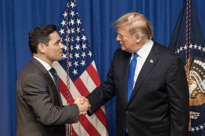 Carlos Vecchio presentó a Trump credenciales como embajador de Venezuela en EEUU