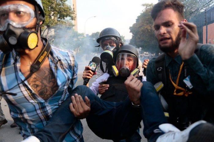 Periodistas fueron víctimas de agresiones durante protestas del #1May