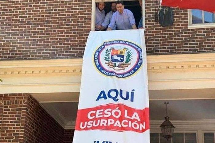 Equipo diplomático de Guaidó asume control de la embajada de Venezuela en Washington