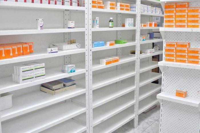 Farmaceutas advierten que altos costos hacen dudar al venezolano si medicarse o comer