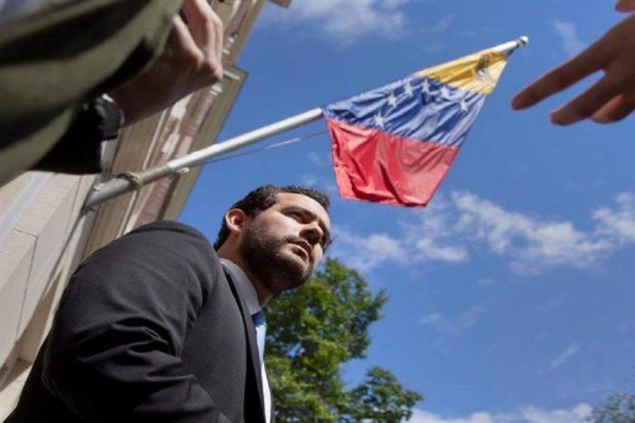 Asesor de Carlos Vecchio dice que es legal que EEUU entre a embajada de Venezuela