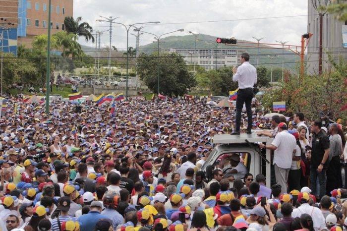 """Guaidó: """"Que sea el régimen que decida cómo quiere salir"""""""