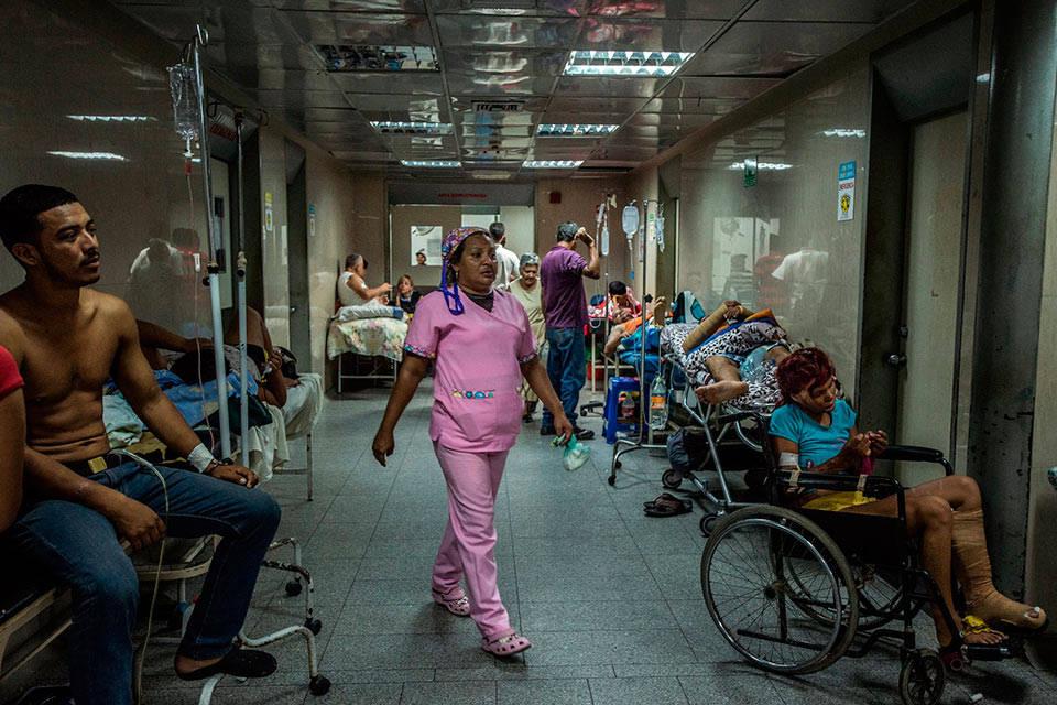 Ayuda humanitaria reduce desabastecimiento en salas de emergencia