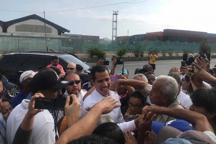 Guaidó visitó sectores de La Guaira que fueron reprimidos en protestas del 30A