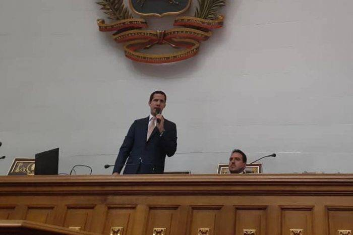 "Guaidó tilda de ""disociado"" a Maduro ante amenaza de adelantar parlamentarias"