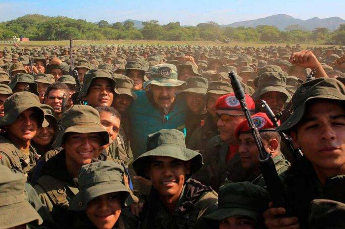 Nicolás Maduro Militares