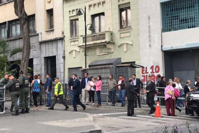 Guardia Nacional impide paso de la prensa a la Asamblea Nacional el #7May