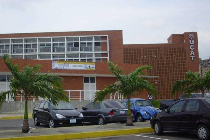 Escasez de gasolina obliga a tres universidades del Táchira a suspender actividades