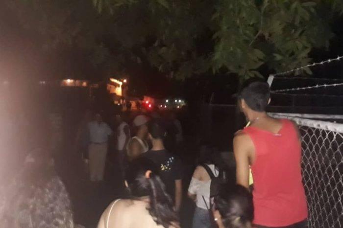 """Comunidad ayuda a liberar a jóvenes """"cautivos"""" en la UDO-Bolívar por la Guardia Nacional"""