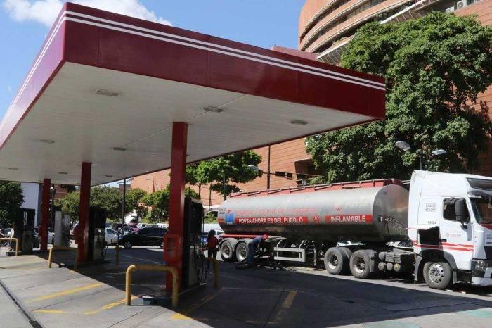 Racionan gasolina en llenaderos por baja en las reservas