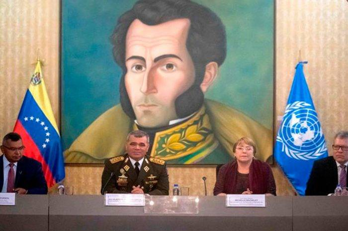 Bachelet inicia su segundo día en el país con una reunión con ministros