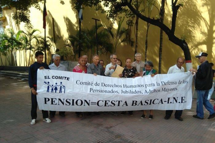 Pensionados exigen que se equipare la pensión con la canasta básica y se pague completa