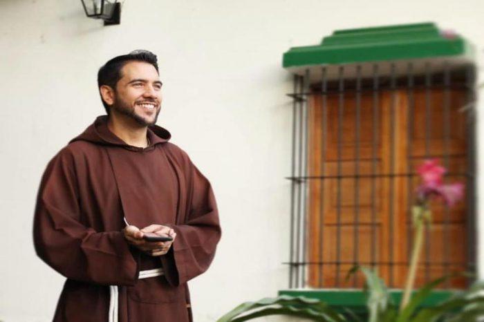 Fray 7.0 invita a vivir el evangelio en redes y más fieles se acercan al templo